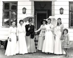 Alla klänningarna har burits av Anna Westerdahl.