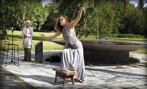 Dansaren Elin Kristoffersson dansar Alfhild Agrell.