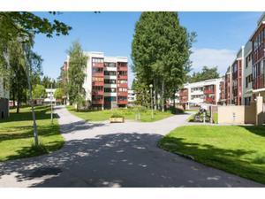 Gavlegårdarna vill sälja över 700 lägenheter i Sätra och Bomhus nästa år.