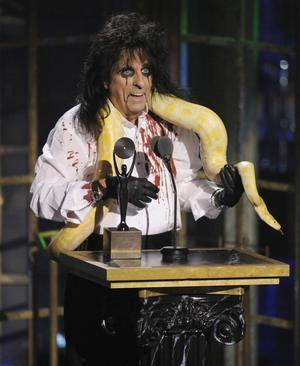 Alice Cooper invigs i Rock and Roll Hall of Fame.