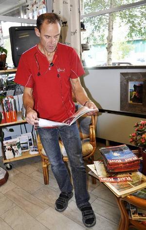 Tore Torstensson letar i tidningen Råd och Rön, vilka ibland har information om hur man som konsument ska kunna skydda sig mot oseriösa telefonförsäljare och bluffakturor.