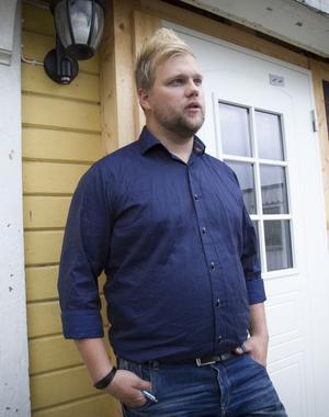 Chrille Sidfäldt är restauranchef på Svanbacken. Han menar att det dyker upp problem på alla asylboenden. Det handlar bara om hur man löser dem.