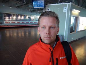 – Lite skakigt men vi tog oss fram, säger Erik Mogren efter att han klivit ur planet på Frösön.