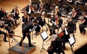 Tung Chieh-Chuang dirigerade Sinfoniettan med elegans.