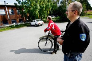 Räddningsledaren Torgeir Skåle och Elving Anderssonvid räddningstjänsten i Änge är oroliga över alla bränder under senare tid.