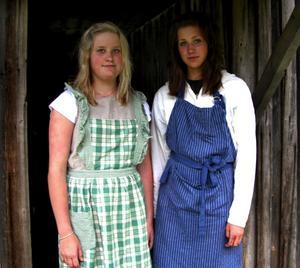 Fika på fäbodsvis. Beatrice Hansson och Lisa Sjölund, båda från Siljansnäs.