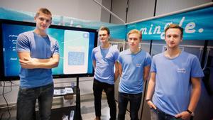 Karl Sundback, Tobias Luthin, Markus Idén och Marcus Dahlén med sin mobilapp mingle.