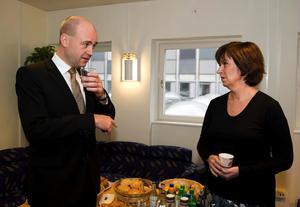 STOCKHOLM 20081017Statsminister Fredrik Reinfeldt och socialdemokraternas ledare Mona Sahlin mötes på fredagen i en debatt i Sveriges Radios program Studio ett P1. Foto: Anders Wiklund / SCANPIX kod 10040