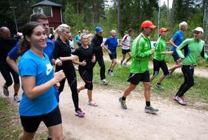 Att springa i grupp lockade över 60 till Mellsta i tisdags. Deltagarna valde själva om de ville börja med att springa två och en halv, fem, sju eller nio kilometer.