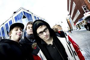 Anderas Wretmo, 18 år och Kristoffer Delin, 18 år ska åka till Göteborg och träffa lite goa människor nästa vecka. Joseph Ageflod, 18 år ska åka till Norrbotten och jaga fåglar.