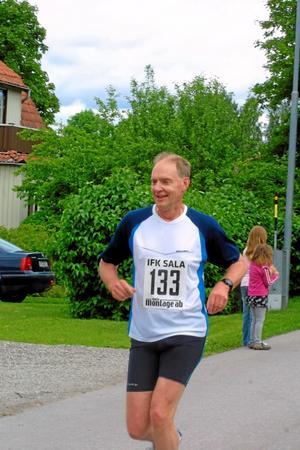 Bertil Andersson, Sala, sprang milloppet.