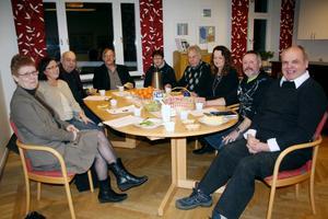 Här är några av medlemmarna i Framtidspartiet som vurmar för de lokala frågorna i Lekeberg. Från vänster: Kerstin Leijonborg, Edsberg, Margareta Engkvist, Lanna, Stig Lood, Mullhyttan, Olle Leijonborg, Edsberg, Maria Köhlström, Edsberg, Stefan Elfors, Lanna, Rita Elfors, Lanna, Johnolov Ohlsson, Mullhyttan och Erik Karlsson, Fjugesta.