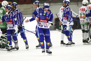 Johan Esplund deppar efter Villas finalförlust.