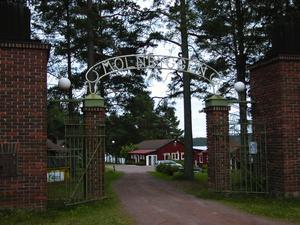 Den pampiga entrén till Molnbyggen härstammar från nöjestiden då köerna ringlade långa framför biljettluckorna inhysta i de båda tornen. Foto:Annki Hällberg