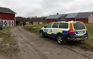 Polisen och länsstyrelsen har varit på platsen.