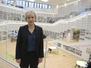 Hon har följt Högskolan Dalarnas utredning om lokalisering. Men Helene Hellmark Knutsson (S)  är inte nöjd med resultatet. Nu har regeringen beslutat att högre utbildning och forskning ska vara kvar både i Falun och Borlänge.