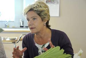 Maria Larsson (KD), barn- och äldreminister, besökte de två äldreboenden som byggts bredvid varandra i Torvalla.