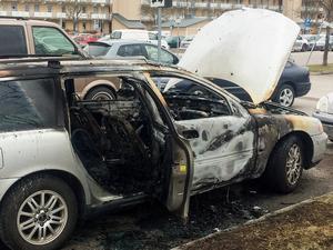 Bilen blev i stort sett utbränd vid nattens brand.