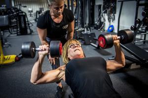 I sin ryggsäck har Maud Lundqvist en rad misslyckade bantningsförsök och efter 30 års jojo-bantning var övervikten ett faktum. Efter 50-årskontrollen bestämde hon sig för att förändra sitt liv på riktigt.