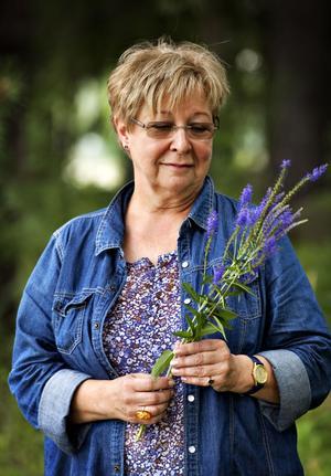 Britt-Mari Karlsson kände att hon var tvungen att göra någonting för Ardian och hans familj.