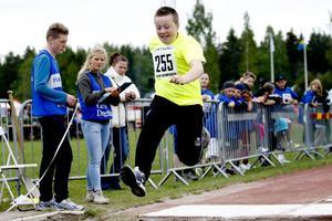 Jesper Eriksson från Ludvigsbergsskolan 6C tog ett riktigt hästakliv i längdhoppet.