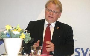Peter Hultqvist pekade ut Socialdemokraternas riktning när det gäller försvarspolitik. Foto: Rolf Johansson