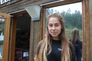 Josefin Gustafsson har märkt av campingens ökade popularitet bland turisterna under de fyra år hon jobbat i receptionen.