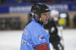 Håkan Sjösten på isen 2014, innan han lade skridskorna på hyllan. Numera är han ordförande för regel- och domarkommittén.