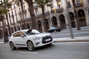 Citroën DS4 tillhör mellanbilssegmentet och har en mer förfinad design och blev utsedd till Årets vackraste bil vid den Internationella bilfestivalen i Paris förra året.