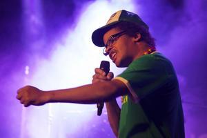 Samuel Lindgren bjuder på spoken word under artistnamnet Mr. Mkoma. Låten heter Murphys law. Man ska förvänta sig att allt går åt helvete – då blir man inte besviken säger Samuel Lindgren.
