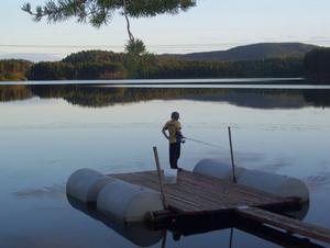 Mitt barnbran Iljas som likt sin pappa aldrig tröttnar på att fiska!