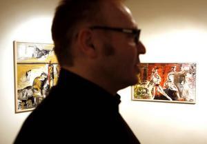Oroar. Gävlekonstnären Igor Knez målar  laddade situationer och ger dem klockslag.