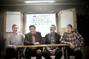 Ny mässa – nya möjligheter. En småskalig mässa riktad till mindre företag i de gröna näringarna börjar i Ljusdal nästa år. I ledningen finns bland annat Henrik Bruveris och Per-Arne Weglin från Mittia som omger Björn Brink, Hushållningssällskapet och Jan Thorén, LRF.