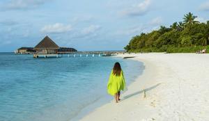 Maldiverna är förvisso förknippat med lyx, men det går att hitta budgetalternativ inte minst under lågsäsongen. Stränderna är samma för alla.