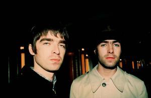 Noel och Liam Gallagher 1999.
