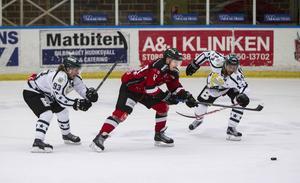 Linus Persson satte 2–0-målet för HHC, bara 32 sekunder efter Adam Seydlitz ledningsmål.
