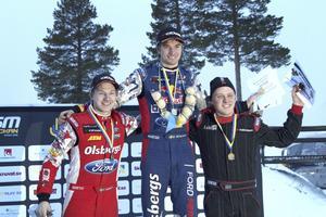 Kevin Eriksson (t.v) fick se sig besegrad av sin teamkamrat Sebastian Eriksson. Alexander Westlund tog brons. Foto: Birk Sollenius