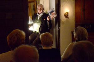 I stearinljusets sken med Carl Jan. Med sin bok som utgångspunkt berättar Carl Jan Granqvist om sig själv, sitt liv och om måltidskunskap.