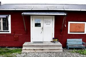 I det röda mejeriet på gården sker arbetet med Kittelbergets produkter.