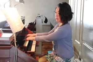 Akiko Watanabe visade hur olika musikgenrer kan spelas på kyrkorgel.
