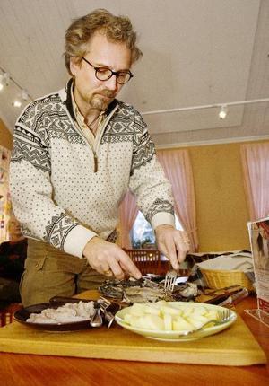 Anders Hansson bjöd på gravsik med en doft av surströmming.