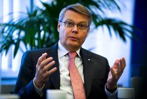 Bo Lundgren bör i rollen som riksgäldsdirektör lägga alla kort på bordet i härvan mellan Riksgälden/Carnegie och Maths O Sundqvist. Inte minst det dokument som ligger till grund för Skrindans värdering skulle kunna räta ut fler frågetecken.