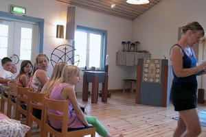 Vi började med att berätta den dramatiska berättelsen om Daniel i lejongropen, säger Gunlög som även har spelat denna musikal med barn i till exempel Järvsö och Nordingrå.