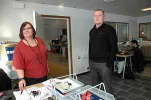 SÄLJLOKALER. Dan Gustavsson  i däckföretagets lokaler i Tobo. Därifrån sker försäljningen visa internet.