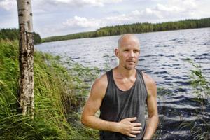 Ronnie Lubell är ordförande i Lillsjöhögens fiskevårdsförening. De vill ha avskjutning på bävrar i Ösjön, som de menar hotar fisket i sjön.