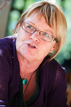 Lena Olsson ställer en fråga om apoteken till Göran Hägglund.