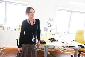 Caroline Troedsson är koordinator på Boost Hgb, ett filmresurscentrum som har sitt kontor i kulturhuset. Hon arbetar just nu med den workshop som de ska ha under jubileumsfirandet. Under workshopen ska de som vill få testa att göra egen film.