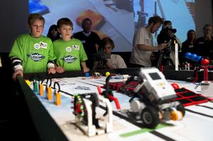 Ossian Andersson och Jack Röding i Team Allsta körde ett av heaten i robottävlingen.