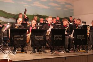 Kramfors storband fick tillfälle att spela några låtar med originalarrangemang.
