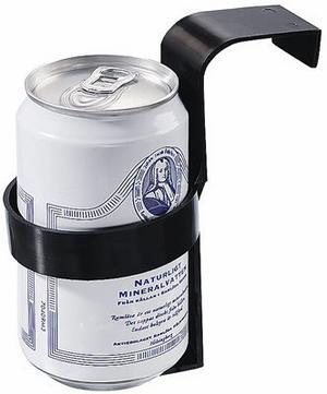 Någonstans att göra av burken när man inte dricker ur den är också bra att ha. Dryckeshållare som man hänger på dörrsidan kostar 15 kronor hos Biltema.